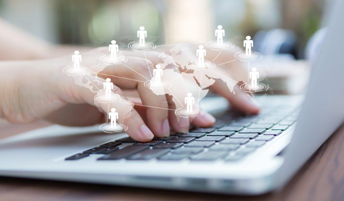 Pacientii folosesc social media: cum comunicam eficient si care sunt limitele